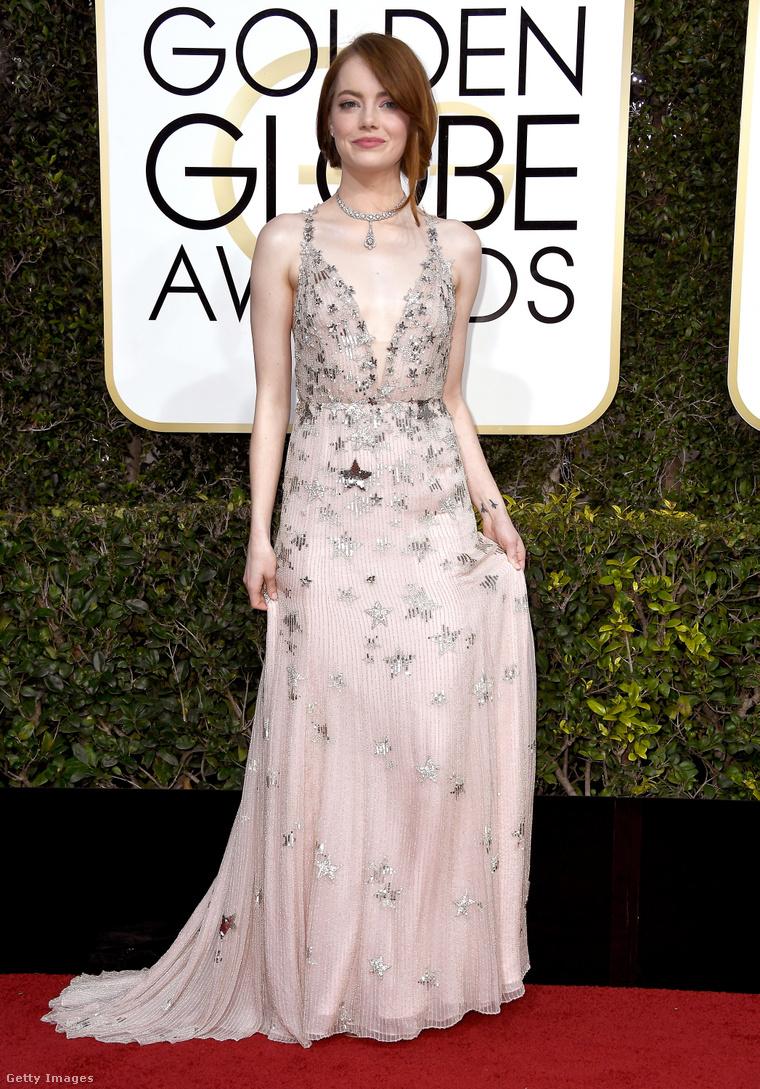Emma Stone a 2017-es Golden Globe-díjátadón. (Ruha: Valentino)