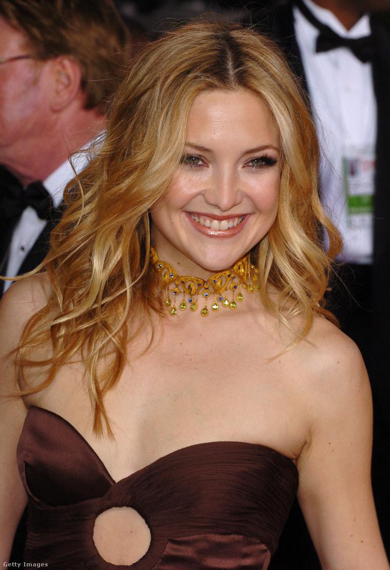 Kate Hudson a 2005-ös Golden Globe-díjátadón. (Ruha: Valentino)