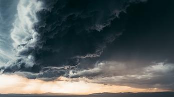 Baljós árnyak tűnnek fel este Magyarország egén