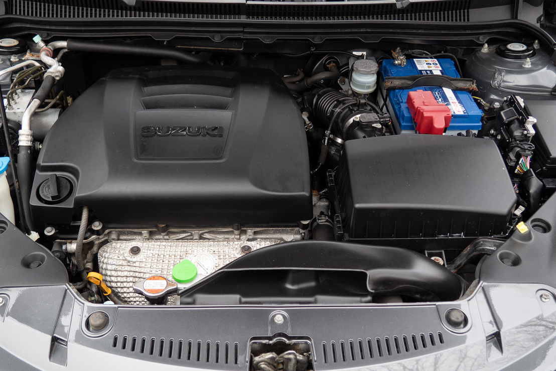 Ezzel az egyféle négyhengeressel kínálták, pedig elfért volna a palettán egy két liter körüli dízel, esetleg egy V6-os benzines