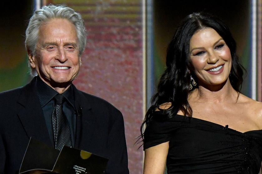 Catherine Zeta-Jones álomszép estélyiben vonult Michael Douglas oldalán: a Golden Globe-gála legcukibb sztárpárja voltak