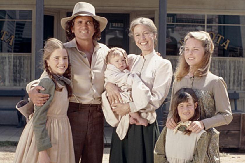 Melissa Gilbert a kép bal oldalán A farm, ahol élünk című sorozatban.