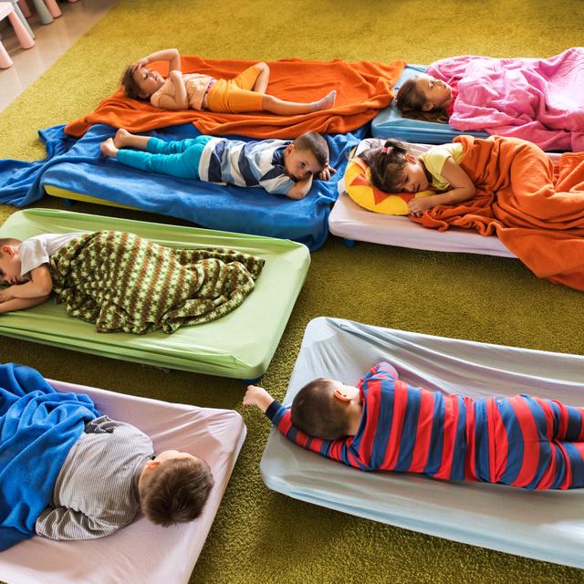 Ha a gyerek nem alszik az oviban: tényleg probléma, ha kimarad, vagy nincs jelentősége?