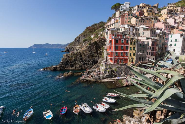 Ez itt Riomaggiore, a Cinque Terre néven ismert táj egyik halászfaluja