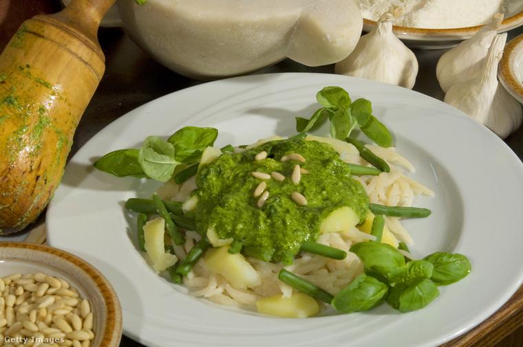Ez pedig Genova, illetve Ligúria leghíresebb étele a trélerben szintén feltűnő focaccia mellett: a pesztó