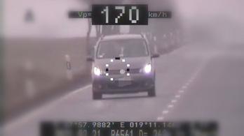 A megengedett sebesség csaknem kétszeresével száguldott egy volkswagenes Nógrádban