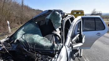Kocsisort előző személyautó borított fel egy furgont Rábafüzesnél
