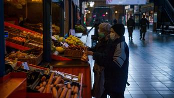 Újra bevezetnék az idősek vásárlási sávját Székesfehérváron