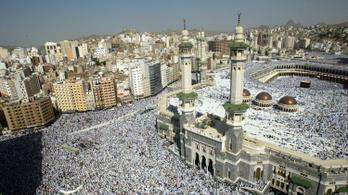 Csak a beoltott hívőket engedik a mekkai és a medinai zarándoklatra