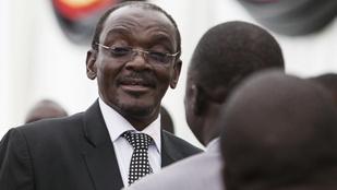 Szexbotrányba keveredett és lemondott a zimbabwei alelnök