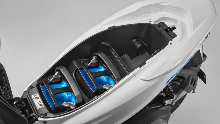 2018-Honda-PCX-Electric-scooter-04