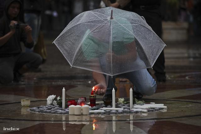 Gyertyagyújtás a Bazilika előtt Bándy Kata emlékére 2012. júliusában