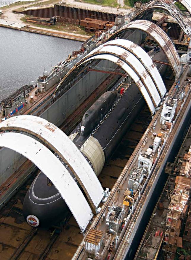 A Jaszeny osztályú atommeghajtású tengeralattjáró az amerikai hírszerzés szerint a leghalkabb olyan tengeralattjáró, ami nem az USA hadseregében szolgál. A hírek szerint csak 2015-ben áll majd rendszerbe, de ha ez megtörténik, komoly veszélyt jelent majd mindenkire, aki nem úgy gondolkodik, ahogy az orosz hadvezetés. A szuperhalk tengeralattjárón 32 darab cirkálórakéta fér majd el, és bár egy példány 1,2 milliárd dollárba kerül, ez bőven belefér majd a mostanában meghirdetett, 70 milliárd dolláros fegyverkezési programba.