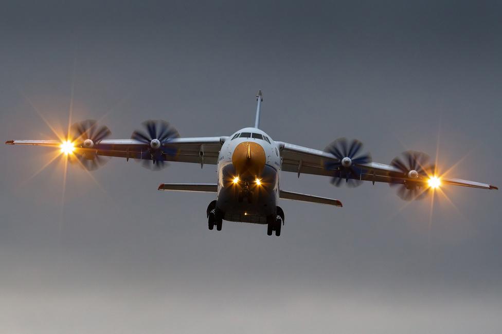 Az orosz hadsereg 16 An–70-est rendelt az ukrán gyártótól, valamikor 2015 és 2016 közötti szállítással. A két, már elkészült prototípus 200 sebesült, illetve 300 harcképes katona szállítására képes. A négymotoros, propelleres gépet egyszer már megrendelték az oroszok, de 2006-ban kitáncoltak az egyezségből, aztán 2010-ben, az új évtizedben aktuálissá vált fegyverkezési program keretein belül újra nekilendültek. Az 1994-ben bemutatott típus darabja 60-70 millió dollárba kerül, 40,7 méter hosszú, 16,4 méter magas, szárnyfesztávolsága 44 méter. Teherbírása 47 tonna, csúcssebessége 780, utazósebessége 75 kilométer óránként. Hatótávolsága a terheléstől függően 5 és 6,5 ezer kilométer között alakul.