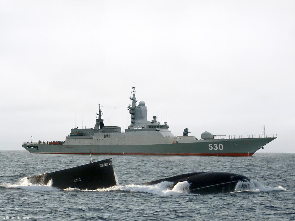 A Sztereguscsij korvett az orosz haditengerészet egyik legújabb fejlesztése. A furcsán szögletes forma az alacsony észlelhetőséget szolgálja, a hajót a mérete alapján a NATO ráadásul nem korvettként, hanem fregattként kategorizálja. A Grisa hajóosztály leváltására tervezett, 104,5 méter hosszú, 48 kilométeres óránkénti sebességre képes, rakétákkal, torpedókkal és gépágyúkkal felszerelt korvett főleg tengeralattjárók és felszíni hajók elleni bevetésre alkalmas, de korlátozott támogatást nyújthat a partközelben harcoló szárazföldi egységek számára is. Az első, négy hajóból álló adagot a szentpétervári Szevernaja Verf hajógyár gyártja le, az első Sztereguscsij nevű hajó 2007 novemberében, a második, a Szobrazitelnij 2011 októberében  kezdte meg szolgálatát a Balti-tengeri flottában.