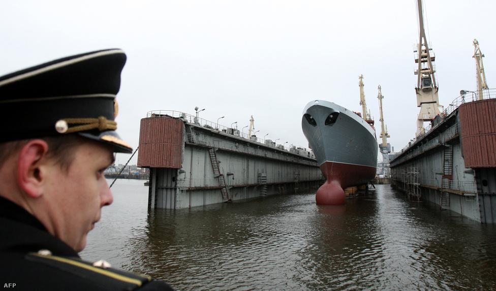 A 4 500 tonna vízkiszorítású Gorskov-osztályú fregattok a világ óceánjain képviselik majd Oroszország érdekeit. A 130 méter hosszú, 16 méter széles hajókból 2015-ig húszat terveznek szolgálatba állítani. Fő fegyverzete a 300 kilométeres hatótávolságú P-800-as robotrepülőgép lesz, de emellett lövegek és torpedóvető csövek is helyet kaptak a hajón. Az első fregattot 2010-benbocsátották vízre, rendszerbe állítása valamikor 2013-ban esedékes.