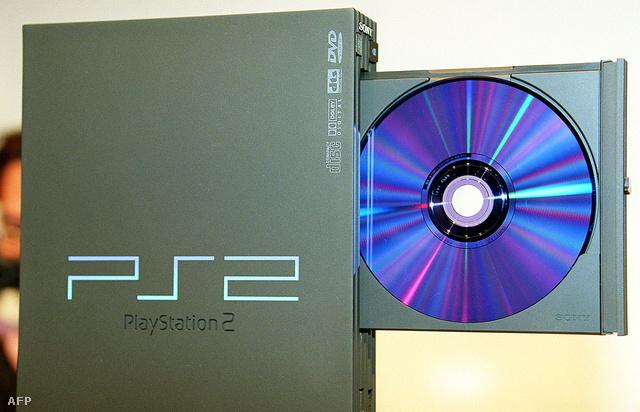 """Elsőgenerációs """"Fat"""" Playstation 2 1999-ben a Sony bemutatóján"""