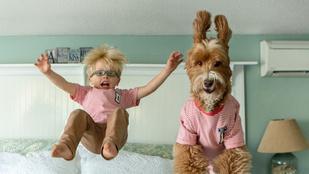 Ennél a kisfiú és a kutyája párosnál nem is tudnánk cukibbat elképzelni