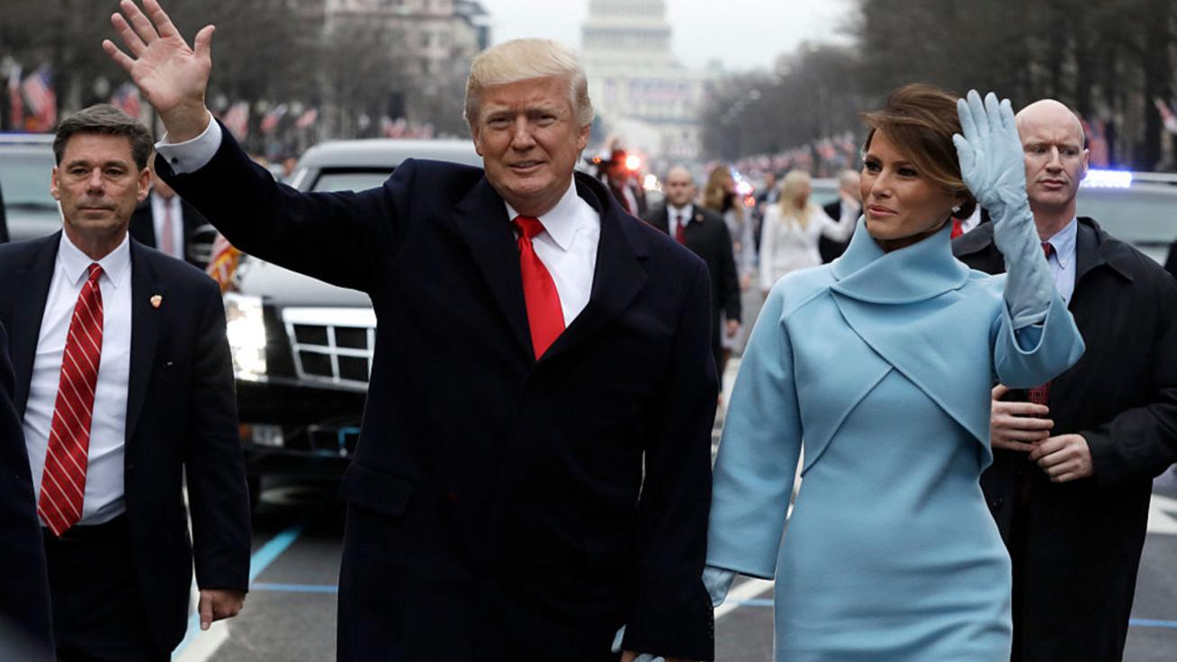 Képeken Melania Trump legdrágább szettjei: az egykori first lady 2,8 milliós összeállításban is pózolt