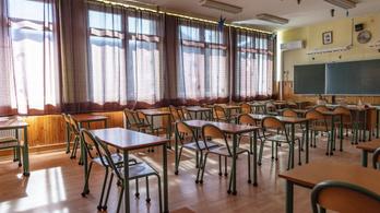 A tanárokat is megosztja az azonnali iskolabezárás