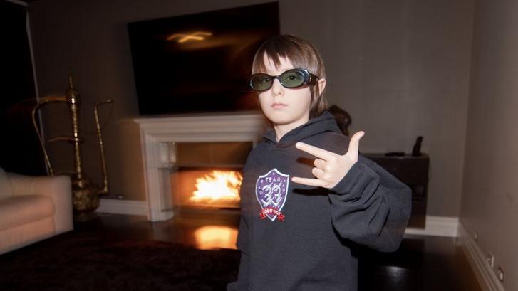 Lazán nyomja a nyolcéves Joseph a Fortnite-ot, és még zongorázni is jól tud (Forrás: Team 33)