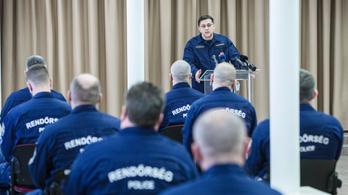 Magyar rendőrök segítik a határőrizetet a Balkánon