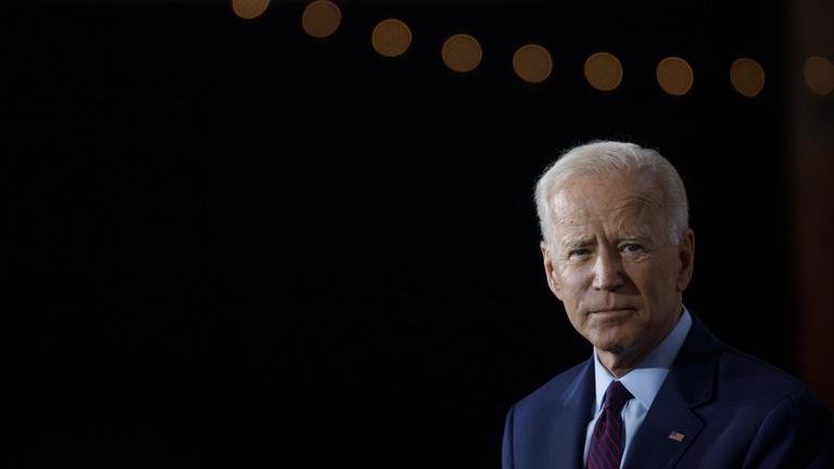 Joe Biden üzletel a csontfűrészes gyilkossal