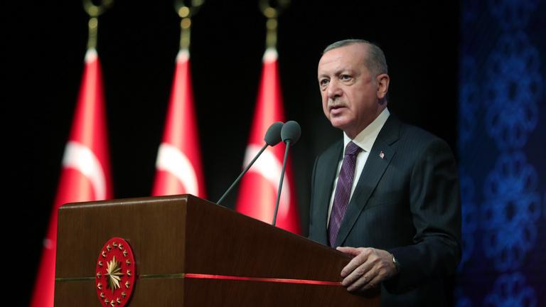Akadozó gazdaságról, elégedetlen társadalomról tereli a figyelmet Erdoğan