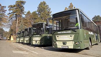 Oltóbuszokkal harcol a Honvédség a vírus ellen