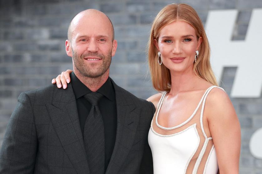 Jason Statham párja anyaszült meztelenül pózolt a címlapon: elfogadta, hogy változik a teste