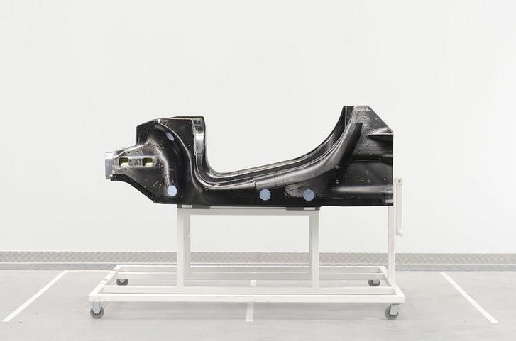A McLaren karbon utascellája