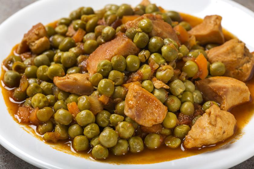 Fűszeres borsópörkölt csirkemellel: gyorsan valami finomat és laktatót