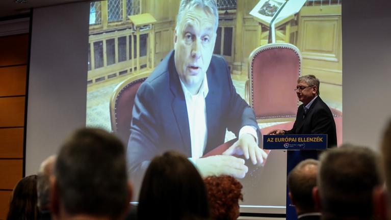 Orbán a lúzer, gigantikus bukás – így reagál az ellenzék a Fidesz-delegáció kilépésére