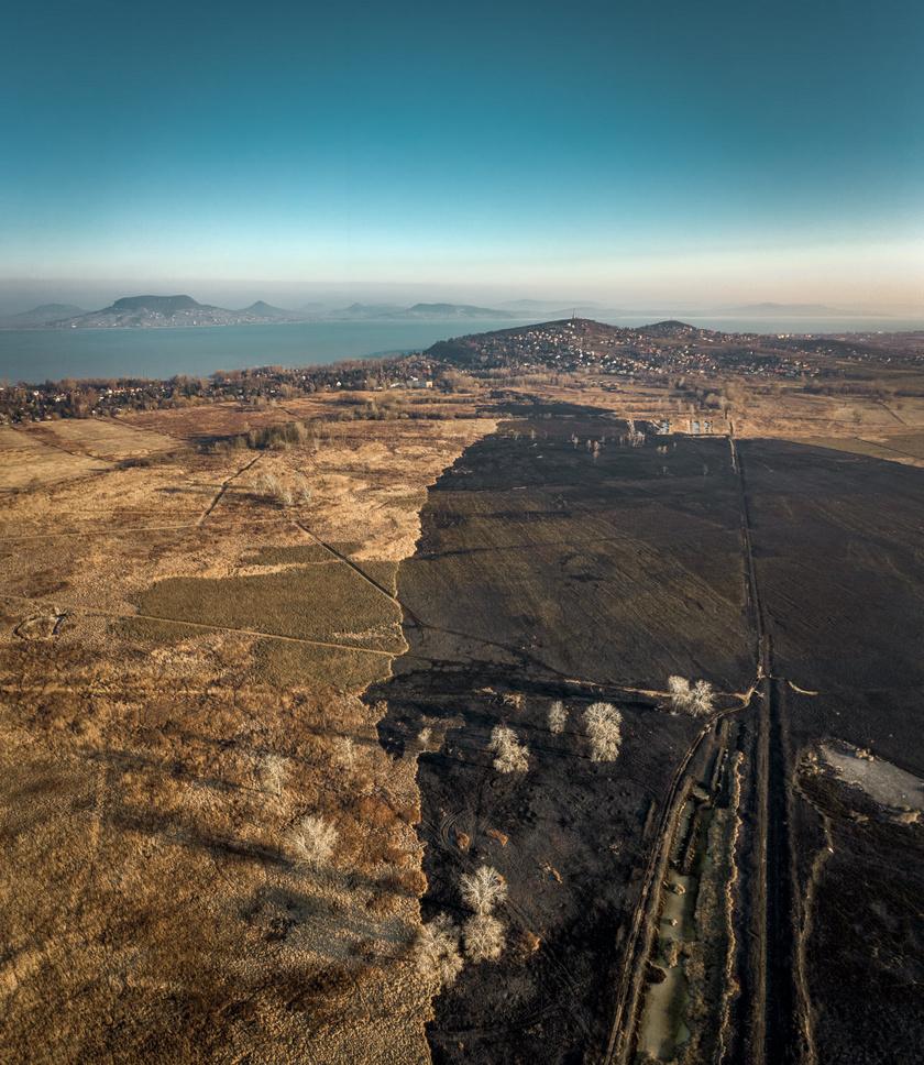 A képeken jól látszik, milyen hatalmas területet érintett a tűz.