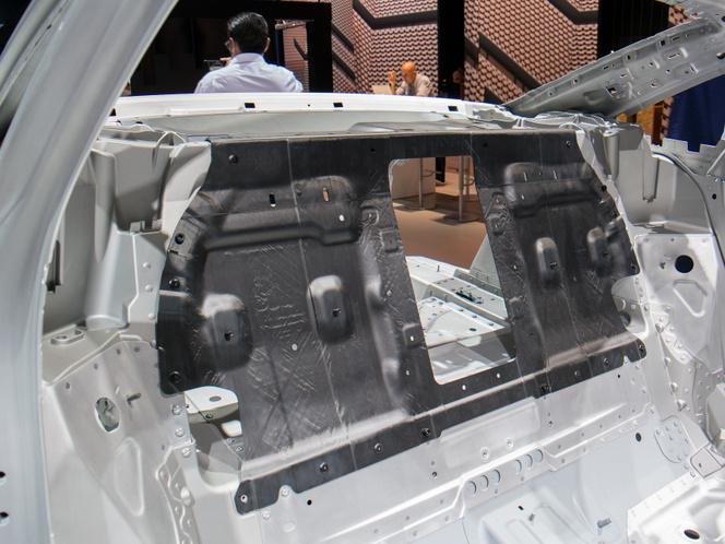 Az Audi A8 karbon panelja