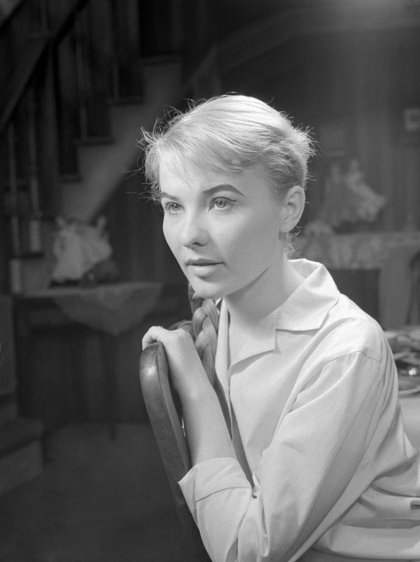 Törőcsik Mari 1958-ban, amikor 23 évesen megszerezte főiskolai diplomáját. Ugyanebben az évben lett a Nemzeti Színház társulatának tagja.
