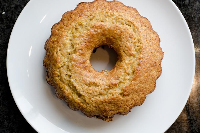 Puha, szaftos banános kuglóf, ami sokáig nem szárad ki: kevert tésztából a legegyszerűbb