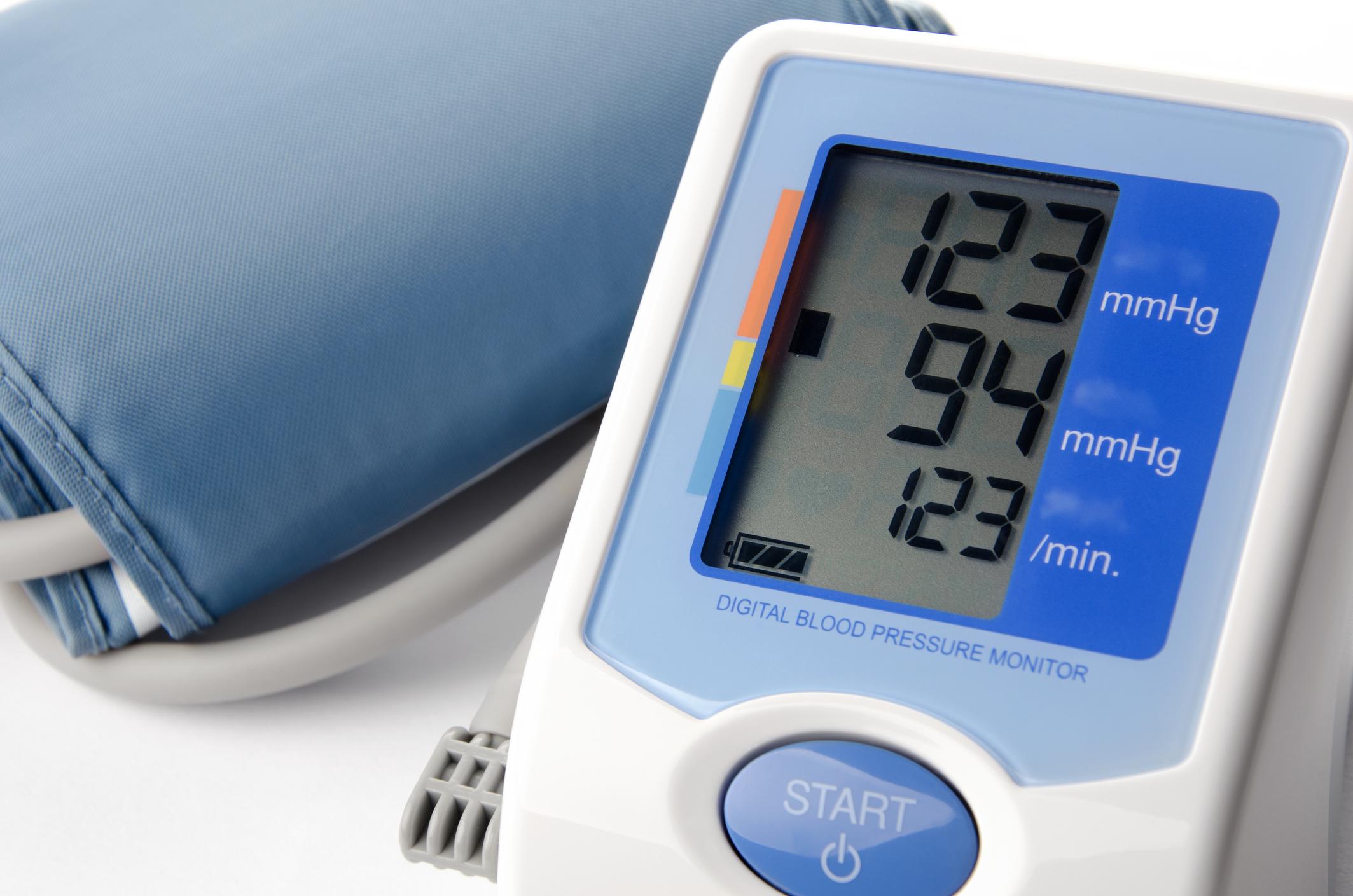 A vérnyomásmérő kijelzőjén melyik a szisztolés érték?
