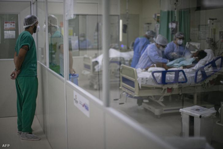 Egészségügyi dolgozók egy brazil kórházban 2021. január 30-án