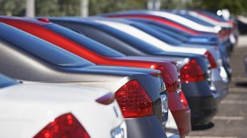 Jóval több autó jár az utakon, de öregszik a járműpark