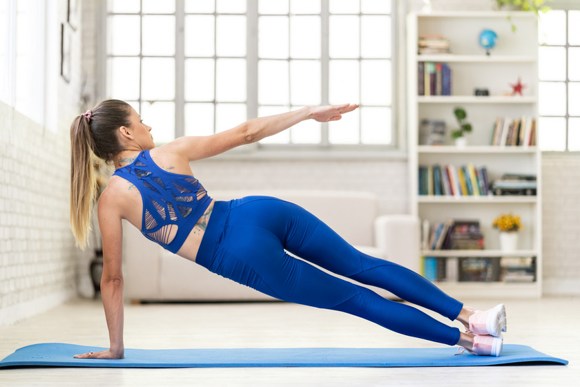 Feszesíti a hasat, megszünteti a hátfájást, és napi 10 perc: így variáld a plankot 8-féleképpen