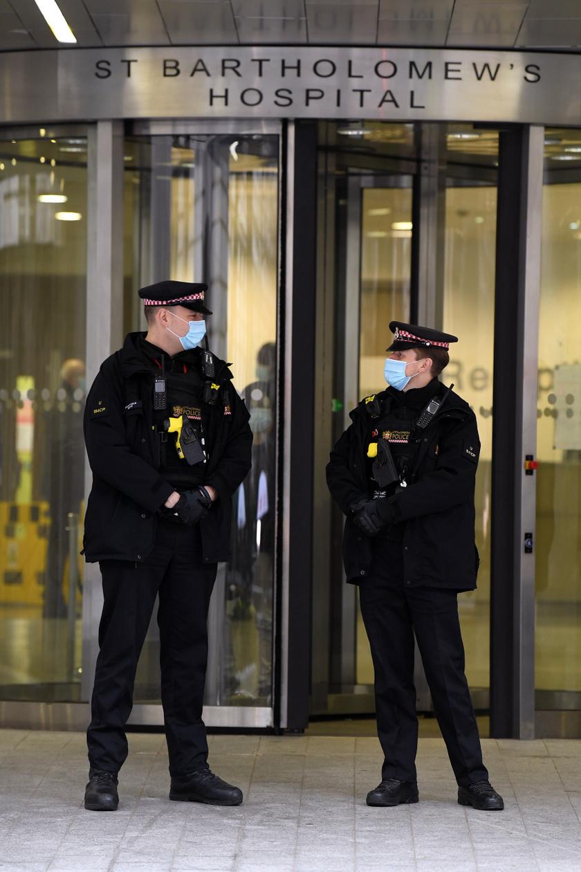 A kórház bejárata, ahol a herceget műtötték.