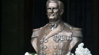 Vádat emeltek a Horthy-szobor megrongálása miatt
