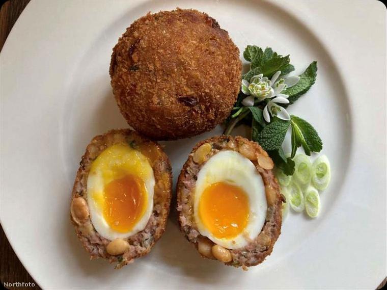 Az angliai Frome College diákjai kapták azt a feladatot, hogy ezt a bizonyos ételt próbálják a lehető legkreatívabban szervírozni