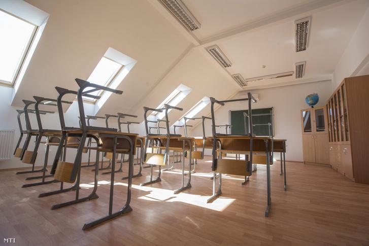 Üres tanterem a battonyai Magdu Lucian Román Általános Iskola és Óvodában