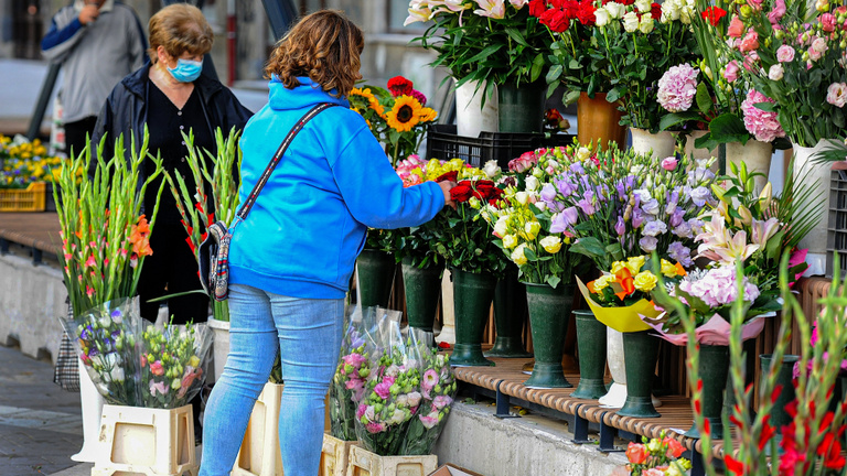Lehetetlen helyzetbe sodorhatja a kormány a virágüzleteket