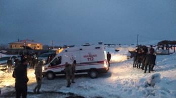 Lezuhant egy katonai helikopter Törökországban, kilencen meghaltak