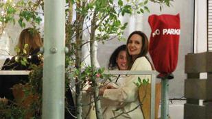 Angelina Jolie és Ellen Pompeo elmentek a lányaikkal vacsorázni