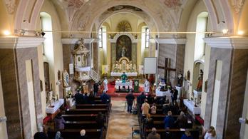 Nem zárják be a templomokat, ezután is lehet menni katolikus misére