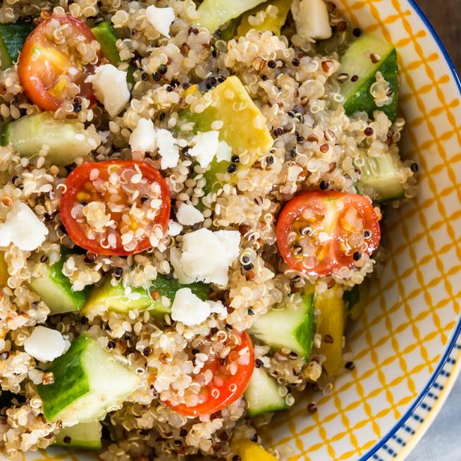 Friss görög saláta quinoával dúsítva – Az egészséges gabonával még laktatóbb lesz